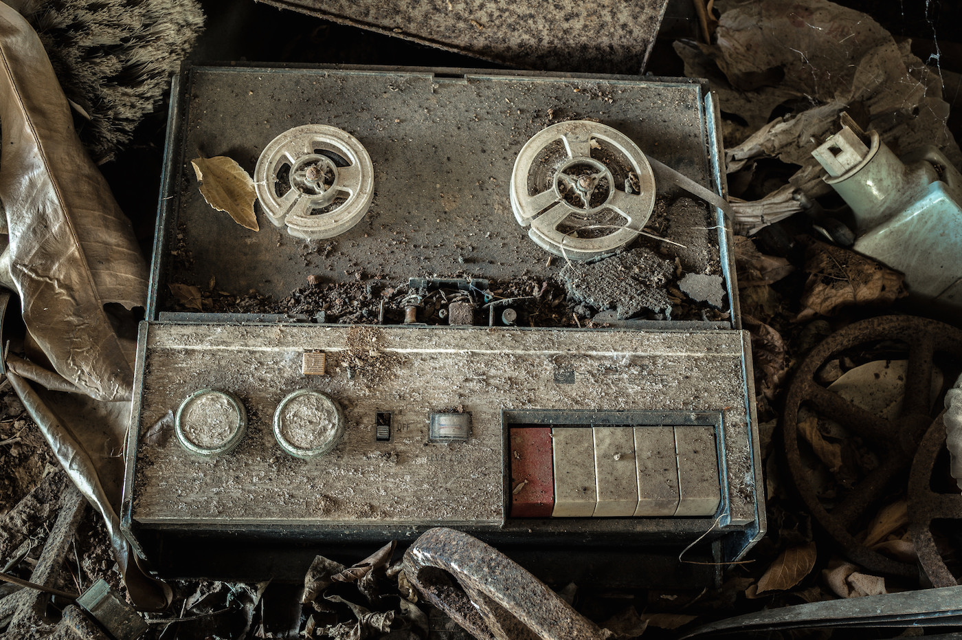 A reel to reel tape player and recorder. Credit: darkday via Flickr.